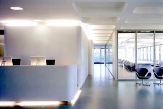 Design-Office-Space-Online-minimalist-interior-office