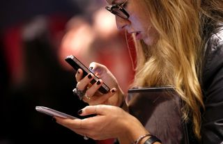 Consumer-checks-out-smartphones-reuters